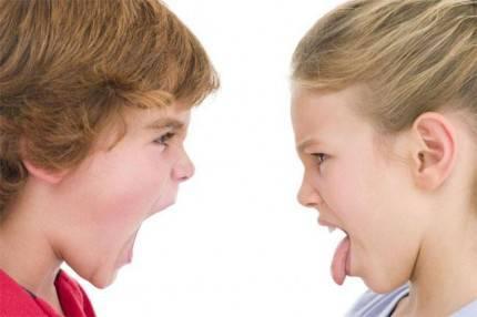 bambini litigano