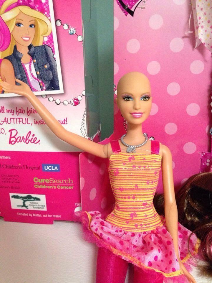 Ella, la barbie calva