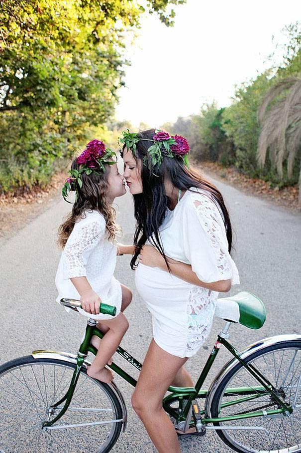 mamma e figlia in bici