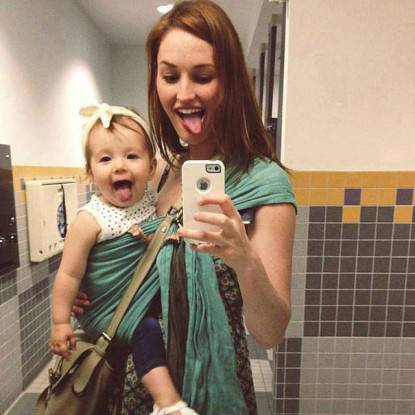 mamma e figlia si fanno selfie
