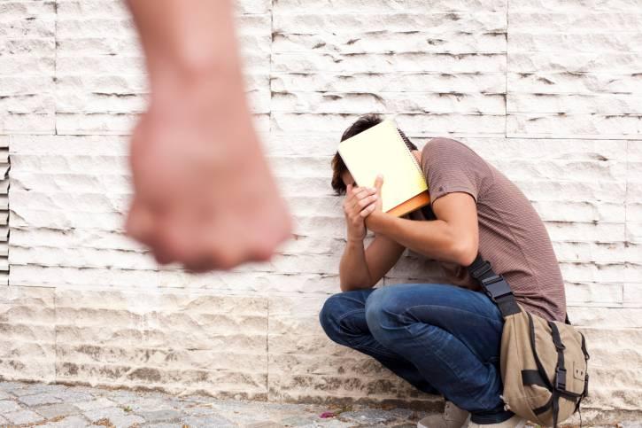Bullismo ed abusi nelle scuole: un sms per difendere i ragazzi