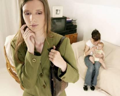 mamma lavoratrice preoccupata