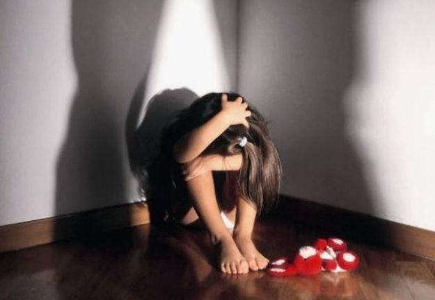 Maestro abusava sessualmente delle bambine: arrestato