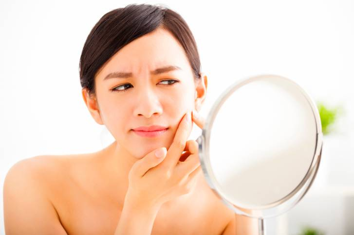 7 cause poco conosciute dell'acne e i rimedi indicati dagli esperti