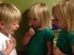 bambini parlano tra loro