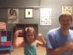 padre e figlia danzano felici