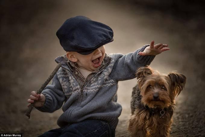bimbo con cagnolino
