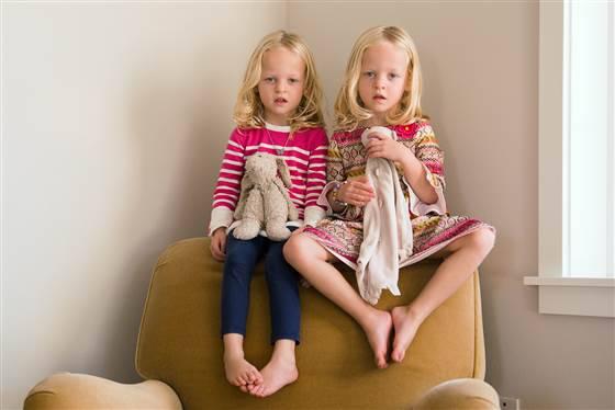 bambine con pupazzo