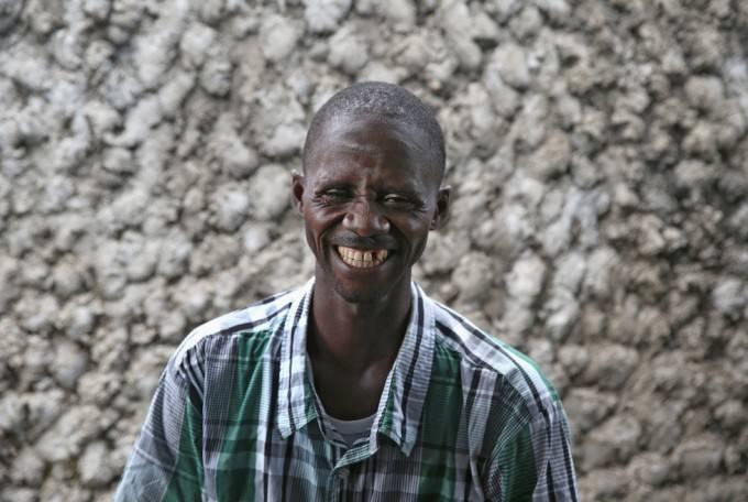 uomo che sorride