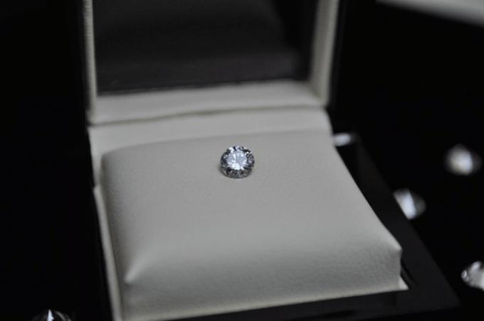 spilla diamante