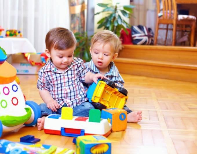 bambini giocano