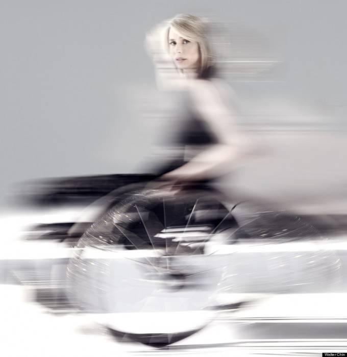 donna su sedia rotelle
