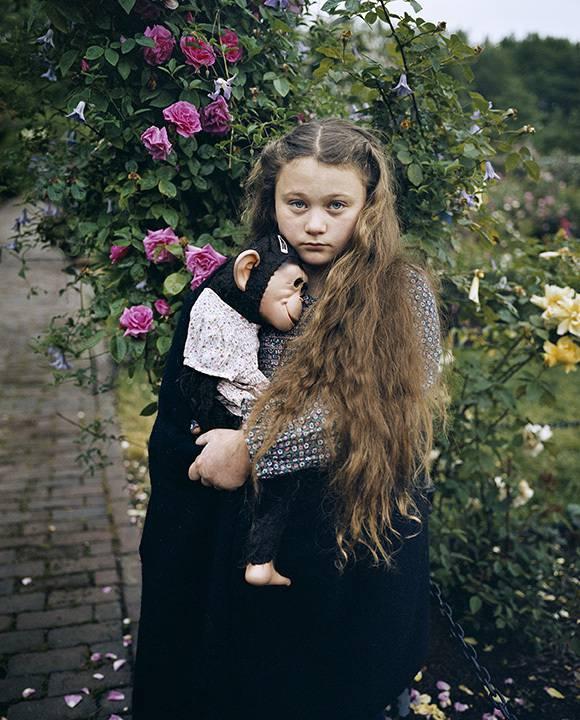 bambina con animale