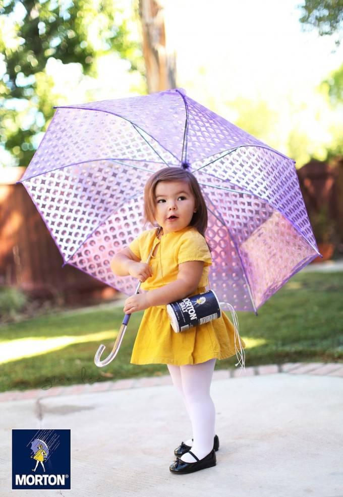 bimba con vestitino giallo