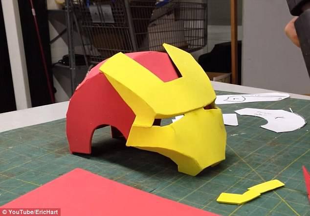 casco iron man di cartone