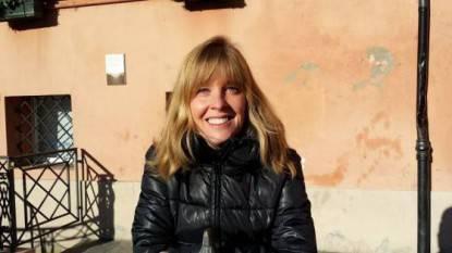 donna sorride