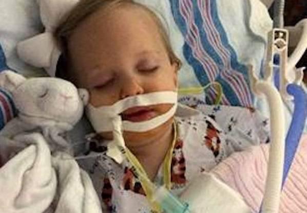 Una bimba di 8 mesi ha rischiato di morire per un oggetto trovato in casa