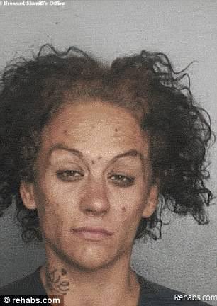 donna volto rovinato