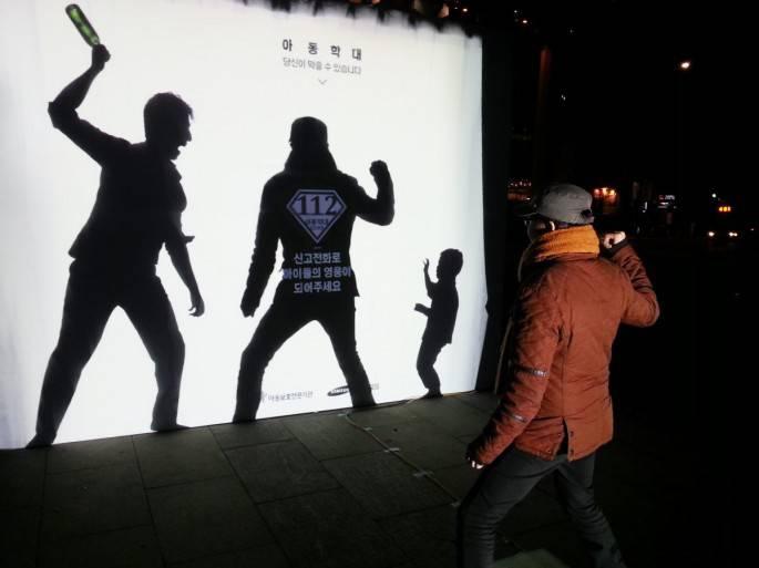 cartellone contro violenza sui bambini
