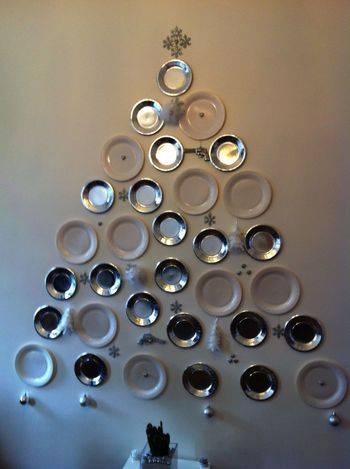 decorare-albero-di-natale-muro-piatti-cartone