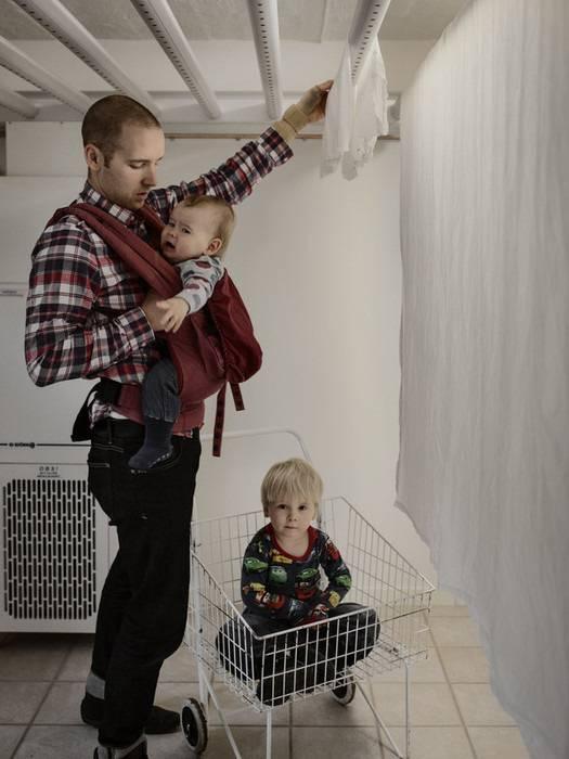 padre cerca gestire 2 figli e i mestieri