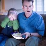"""Figli diventano """"insensibili"""" per colpa della violenza di film e videogiochi, lo dice la scienza"""