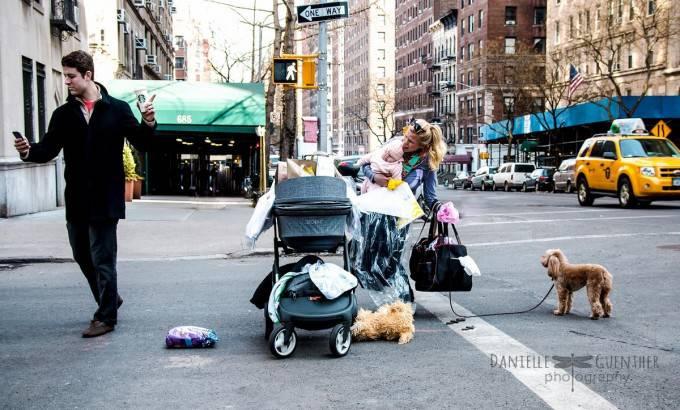 foto famiglia in strada
