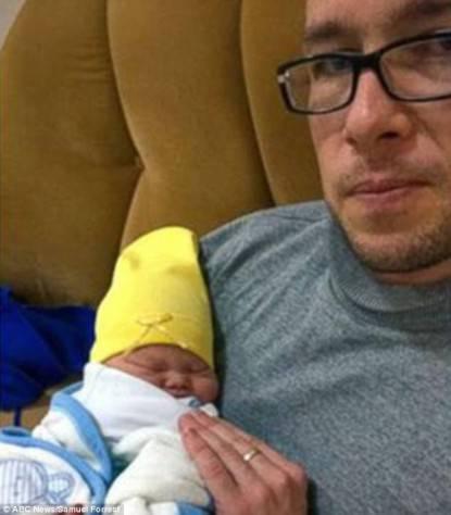 Samuel Forrest con figlio