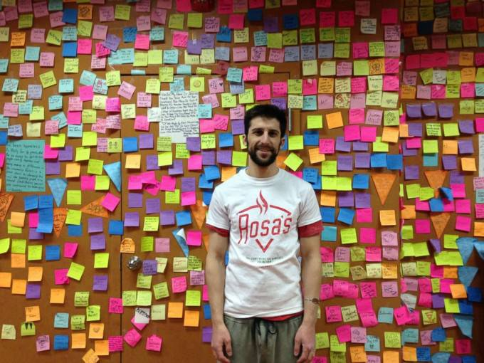 ragazzo con post it