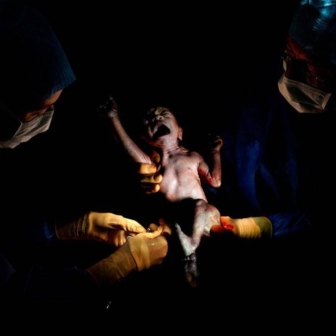 neonato grida