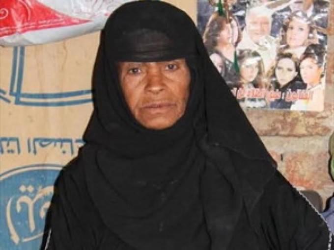 donna egiziana veste come uomo