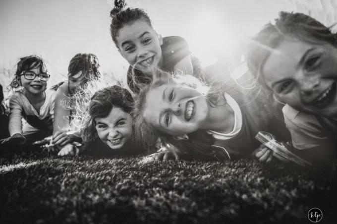 ragazzine sorridono