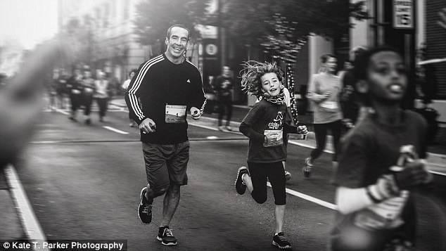 padre e figlia corrono