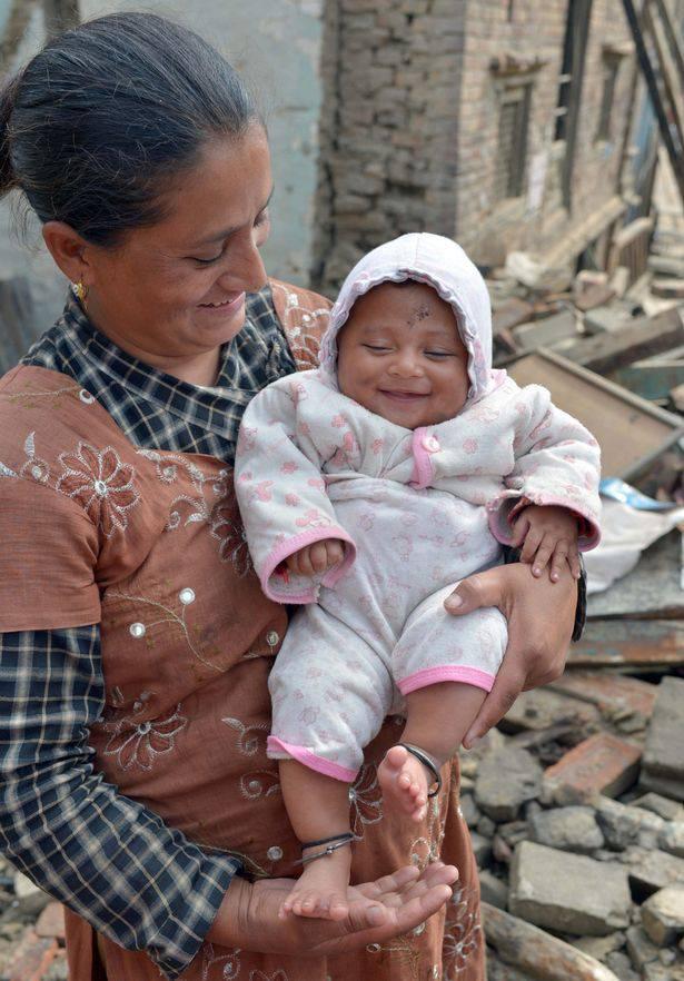 bimbo nepalese salvo con mamma