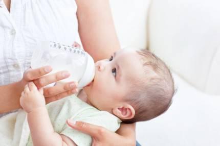 allattamento con latte artificiale