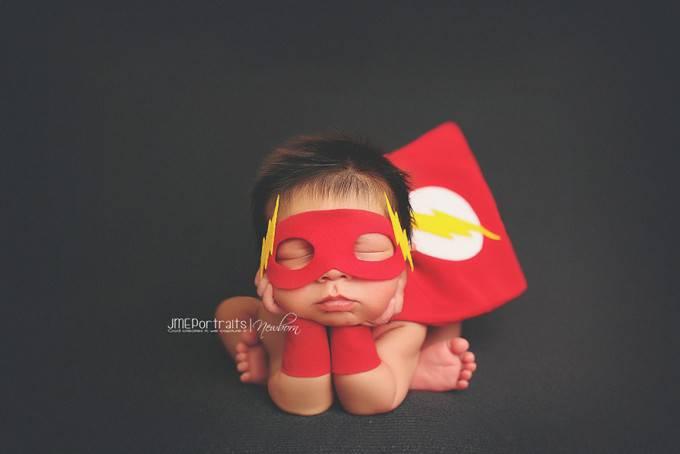 bimbo vestito da flash