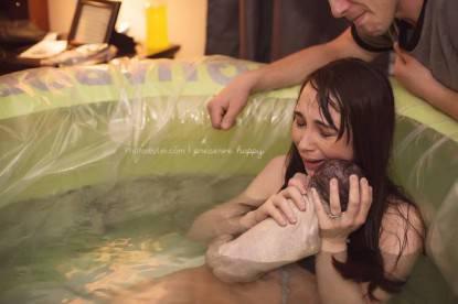 fotografie di nascita bimbo nato in acqua
