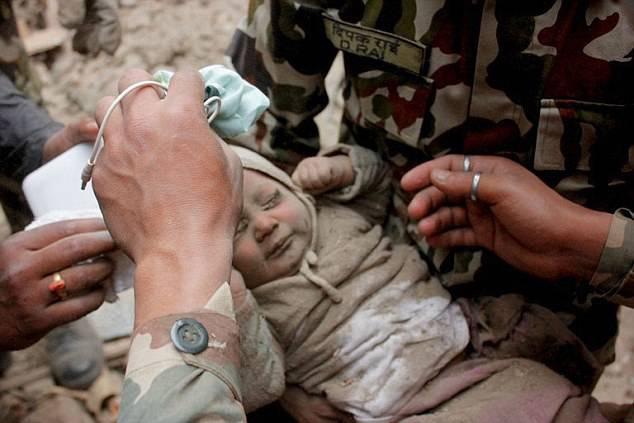 bebè trovato vivo in nepal