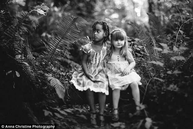 bambine sedute