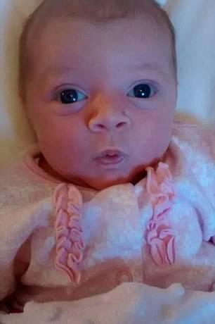 neonata sorride
