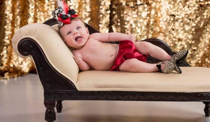 Bebè coi tacchi alti: la nuova frontiera della moda per bambine (FOTO)