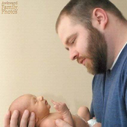 papà figlio in braccio