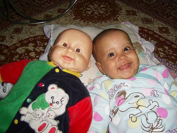 bimba e bambola insieme