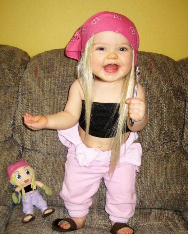 bambine che somigliano alle bambole