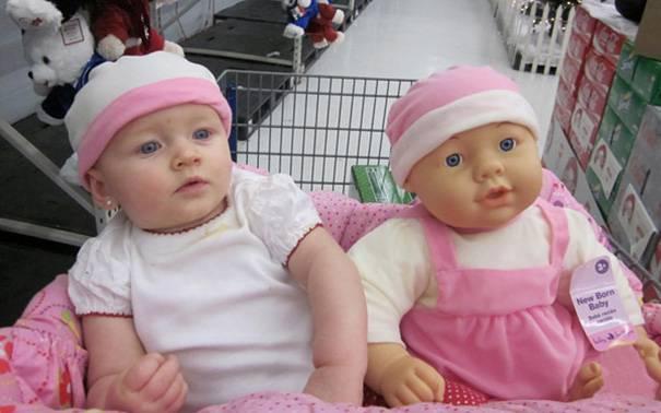 bambola rosa e bimba