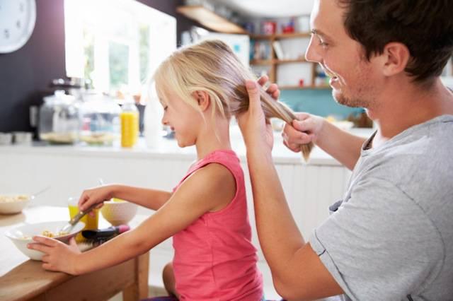 Congedo parentale: non si può negarlo al papà anche se la mamma è casalinga