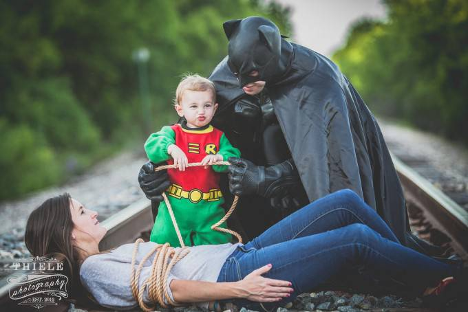 """Due supereroi salvano una mamma """"in pericolo"""" in 20 simpatiche immagini – FOTO"""