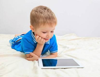 bambini usano i tablet