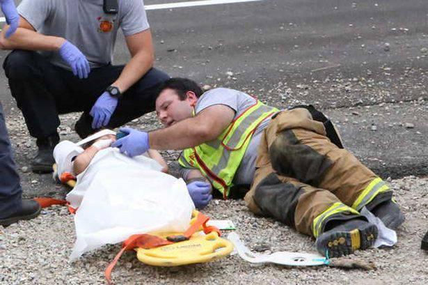 pompiere con bimbo