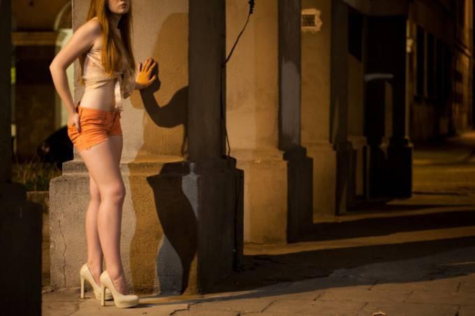 Ha iniziato a 14 anni e oggi dice: la prostituzione non è un gioco